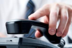 Pôžička cez telefón je jednou z možných alternatív.